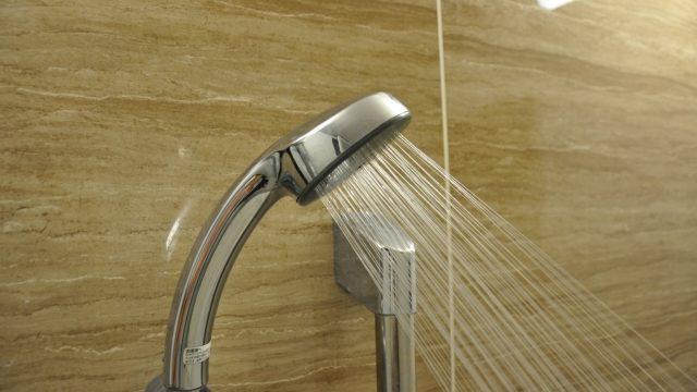 入浴時間ゼロ!風呂に入らずシャワーで済ませることによる影響