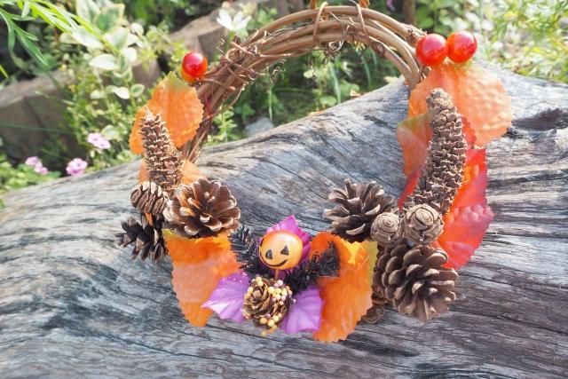 ハロウィンにはリースを飾って楽しむのがおすすめ