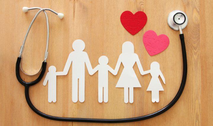子供が医療保険に加入するなら家計の負担がすくないものを