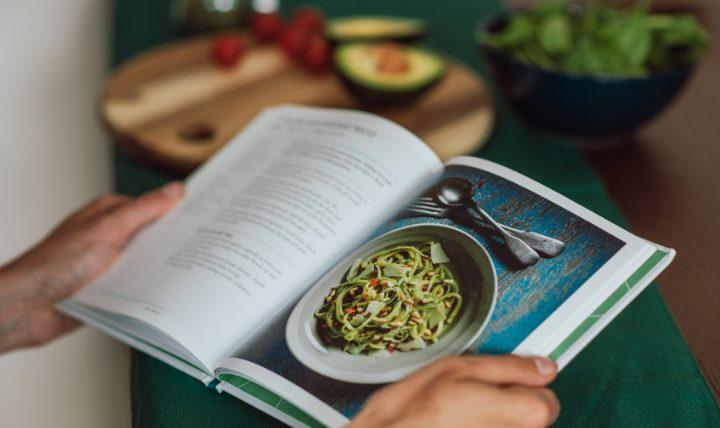 料理本はネット検索よりも優れてる?料理本が人気な理由