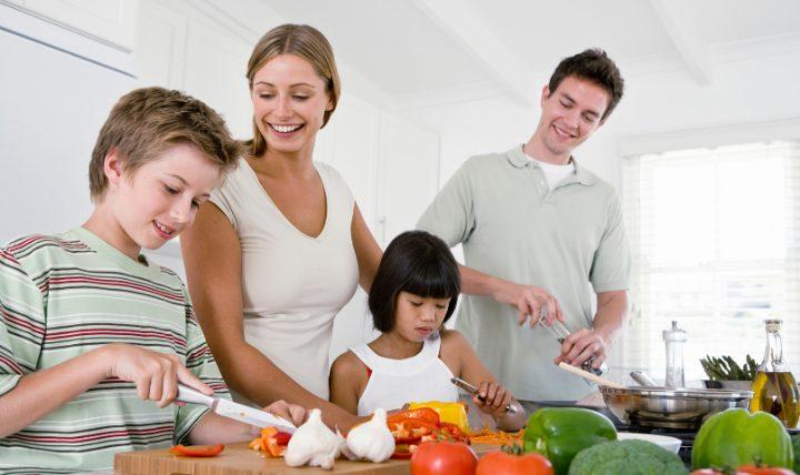 料理が苦手なら夫や家族に任せる方法もアリ