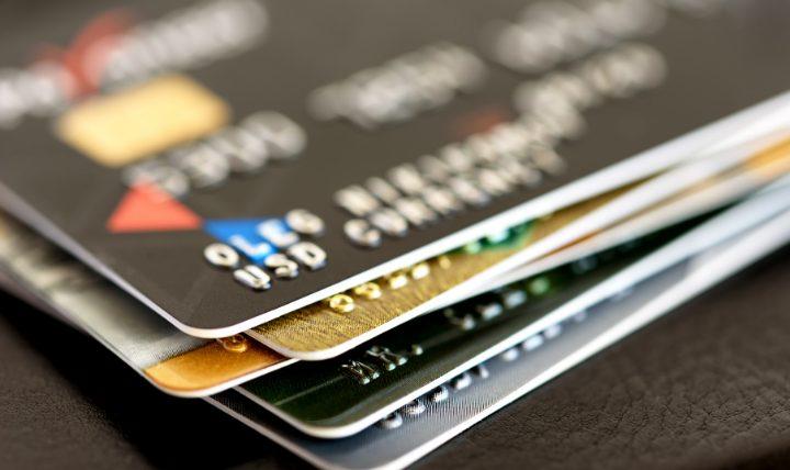 クレジットカードで生活費をすべて支払うならばカード選びも大切!
